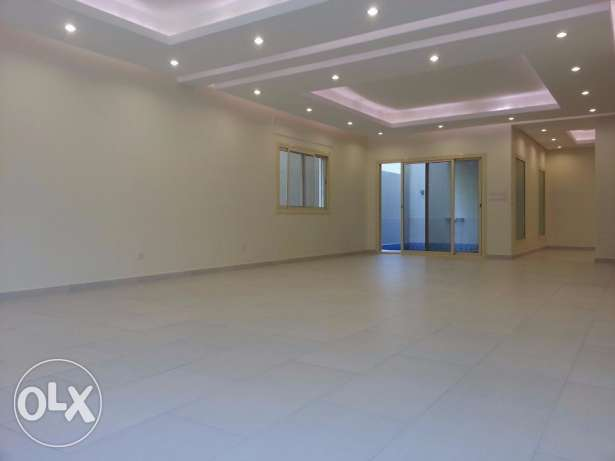 5 bedroom villa for rent in Salaam, KD 1800.