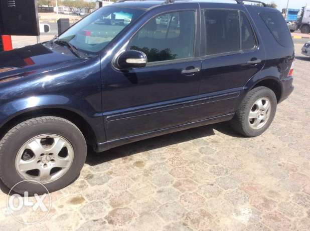 Mercedes Benz ML) car made in 2003 is available for sale in Al Ahmadi