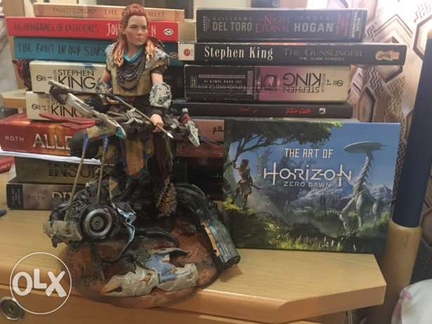 horizon Aloy figure and art book