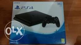PS4!! brand new !!500gb 4 controller!!