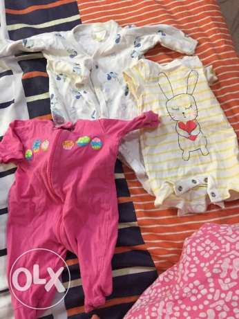 UsEd new born baby upto 3.4kg inner and rompers like new mothercare السالمية -  3