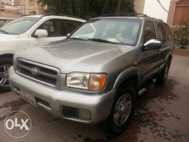 For sale Nissan Pathfinder 2001 model grey colour